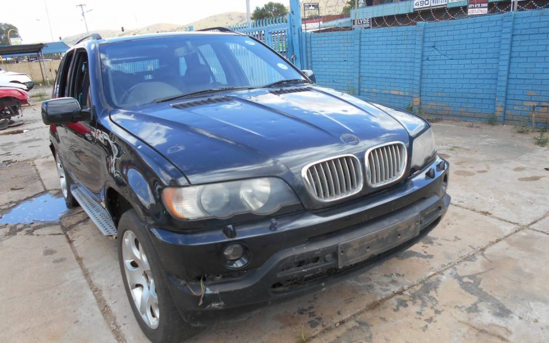 BMW X5 4.4I (2001) E53 ENGINE M62 Stripping For Spares